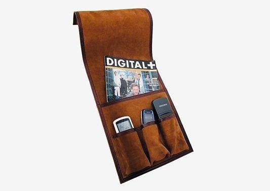 soporte para mandos y revistas en piel
